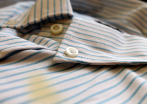 シミのあるシャツ