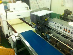 マインズハンバーグ製造で使う金属探知機